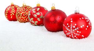 weihnachten-kugeln-schnee-w3a